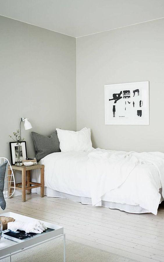 cat kamar warna putih