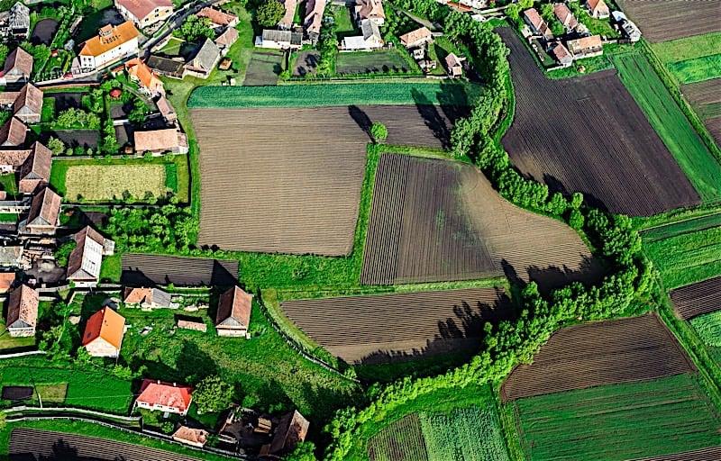 tanah atau rumah