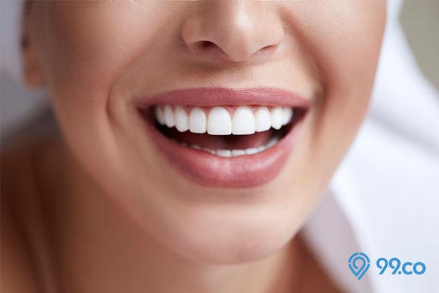 manfaat wortel wanita tersenyum lebar