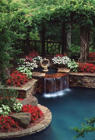 kolam cantik belakang rumah