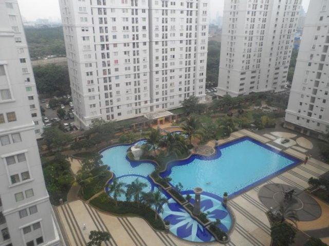 kolam renang apartemen kalibata city