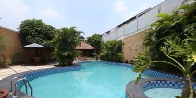 kolam renang rumah marissa haque