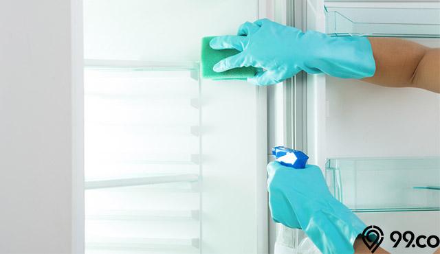 cara membersihkan kulkas mini