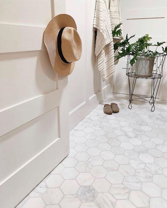 Keramik Hexagonal Putih