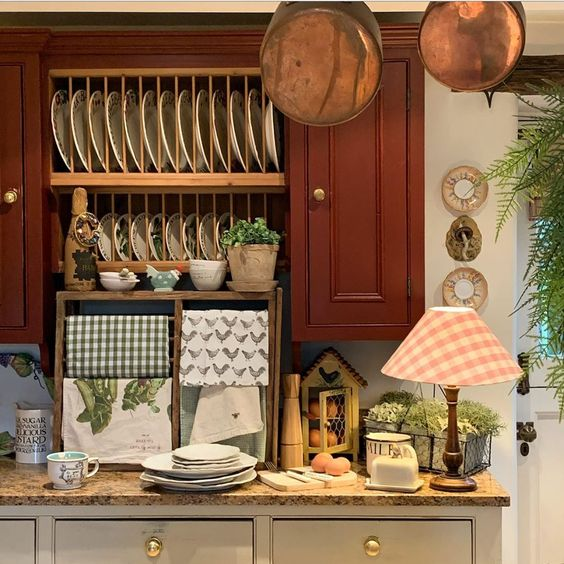 lemari gantung vintage