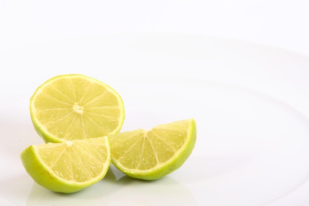 cara mengatasi cegukan lemon