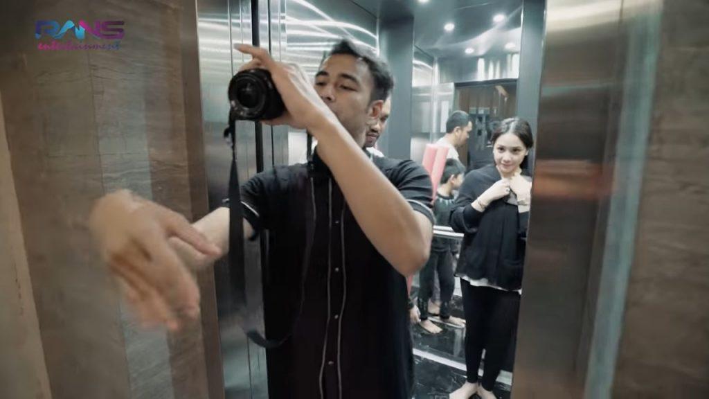lift pribadi rumah crazy rich tanjung priok