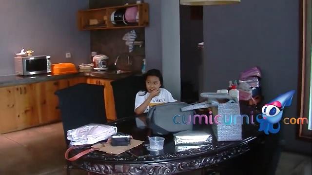 ruang makan rumah Masayu Anastasia