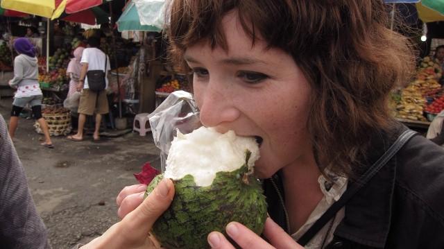 bahaya makan buah sirsak berlebihan