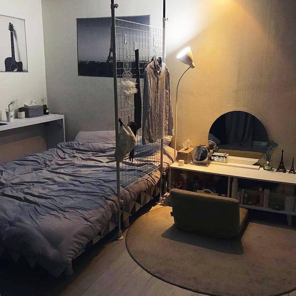 kamar bernuansa gelap dan maskulin