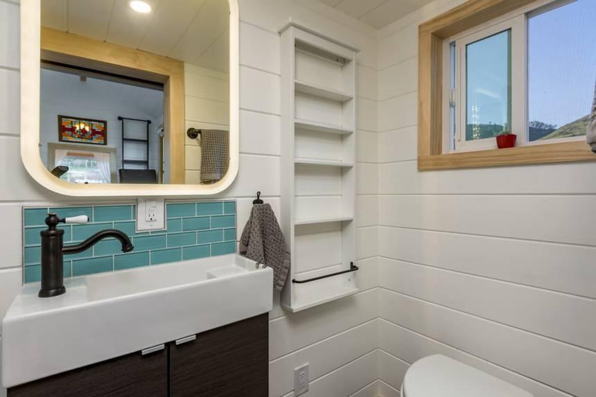 kamar mandi lengkap