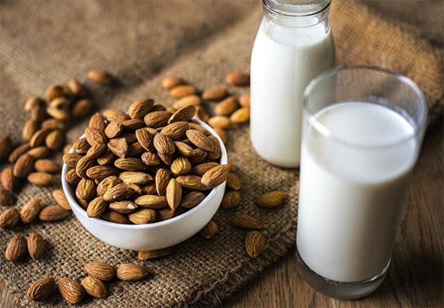 susu almond dan kacang almond