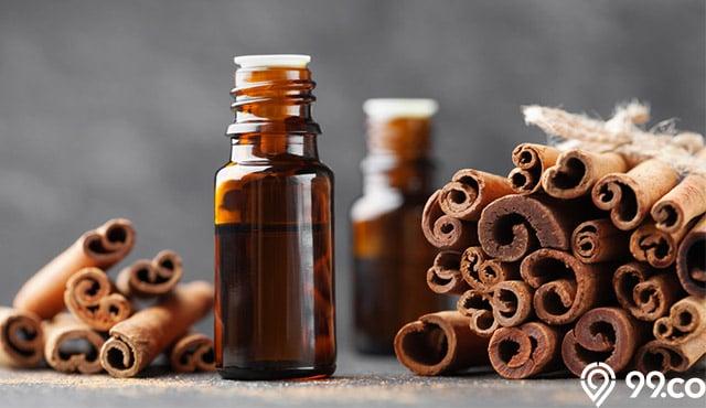 manfaat minyak kayu manis