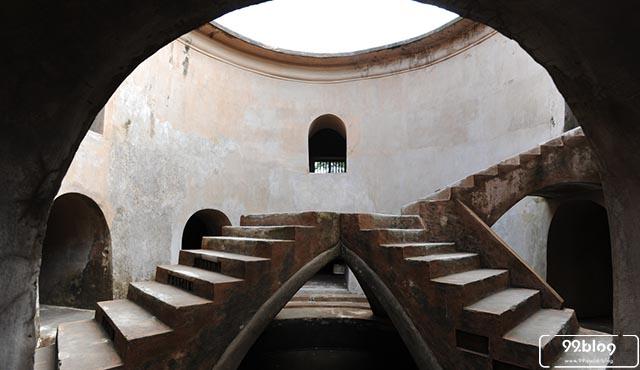 masjid bawah tanah