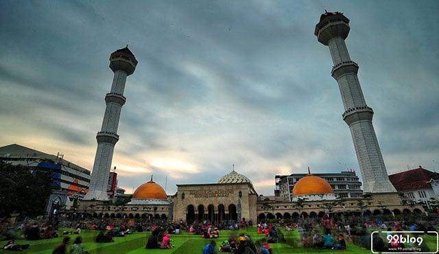 Berkunjung ke Masjid Raya Bandung di Alun-alun Kota
