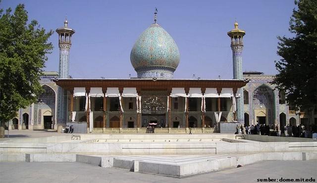 masjid unik Shah Cheragh