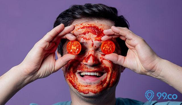 5 Cara Membuat Masker Tomat Beserta Manfaatnya untuk Kulit Wajah. Wajib Dicoba!