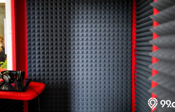 material peredam suara ruangan