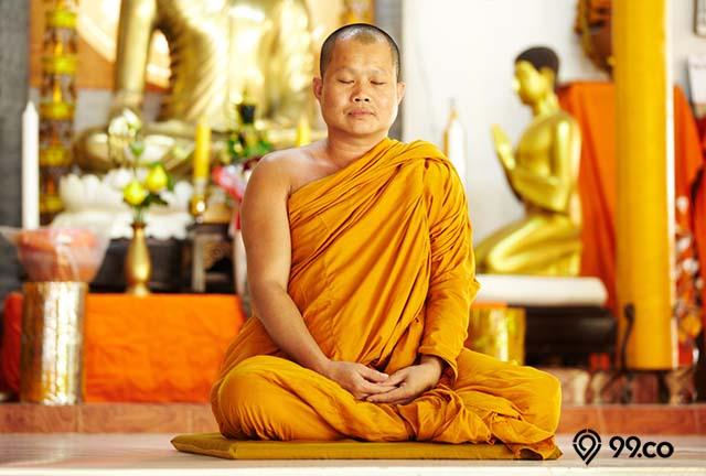 bermeditasi dalam buddha
