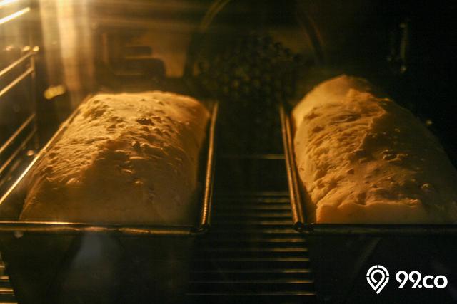 membuat kue dengan oven
