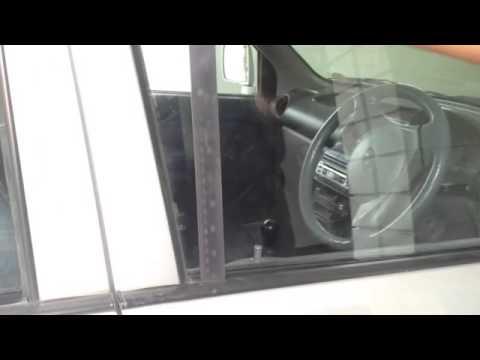 membuka pintu mobil terkunci menggunakan penggaris