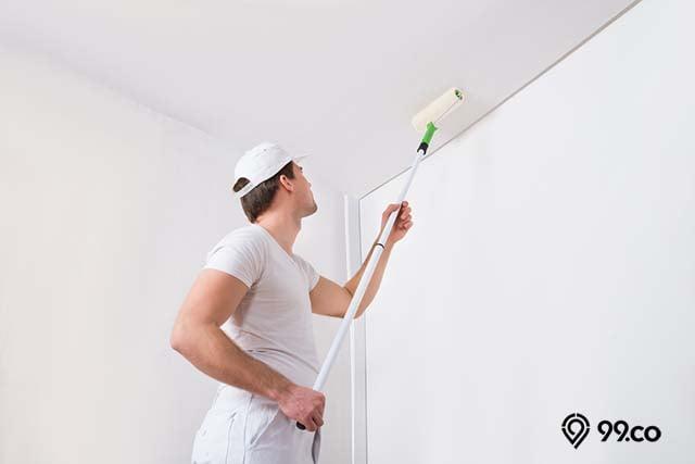 mengecat ulang plafon rumah