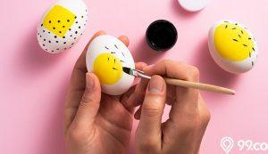 menghias telur paskah