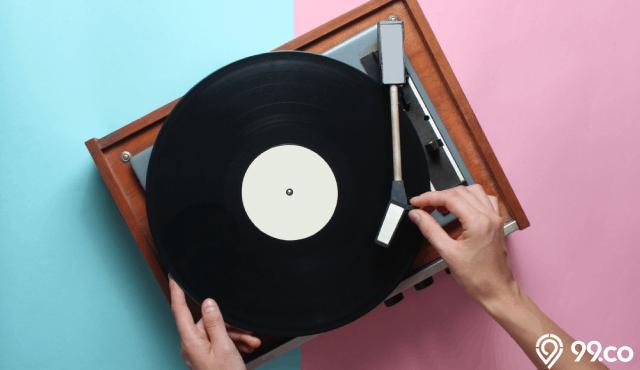 6 Tips Merawat Piringan Hitam agar Awet. Tingkatkan Kualitas Musik di Rumah!