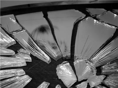 mitos kaca pecah