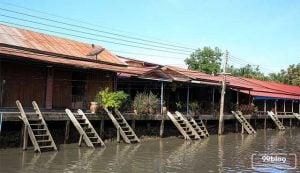 mitos rumah pinggir sungai