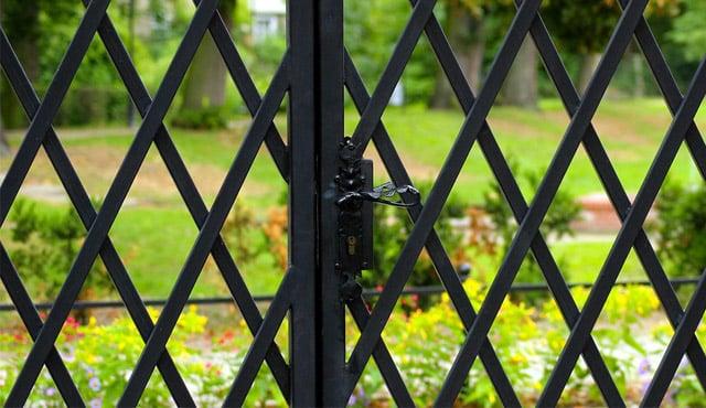 7 Model Teralis Pintu Yang Beda Dan Enggak Ngebosenin