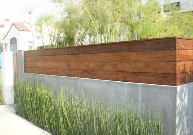 gerbang beton bernuansa alami