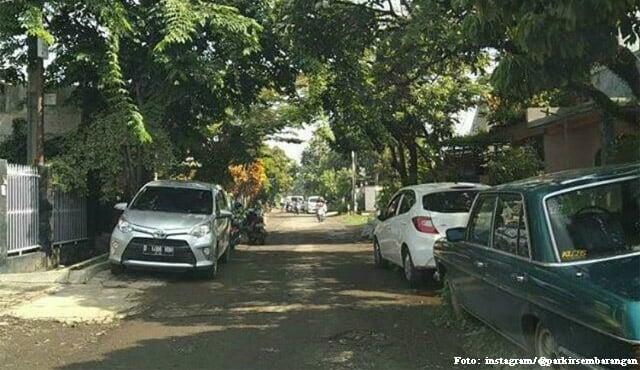 parkir mobil depan rumah