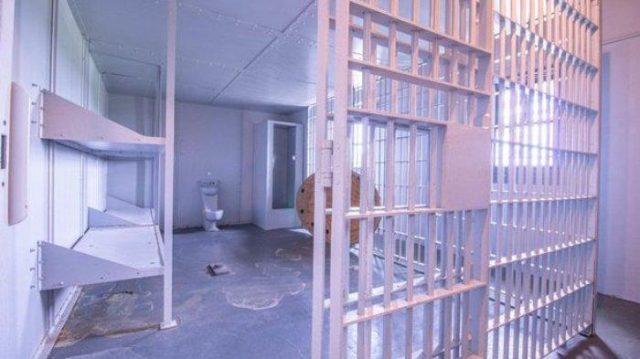 penjara di dalam rumah