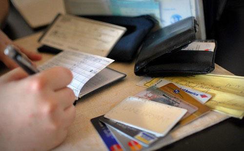 mencatat pengeluaran keuangan