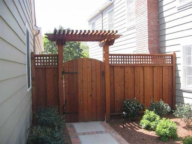 gerbang dengan pergola