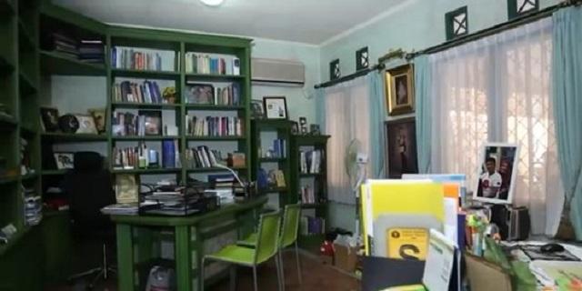 perpustakaan dan ruang kerja pribadi