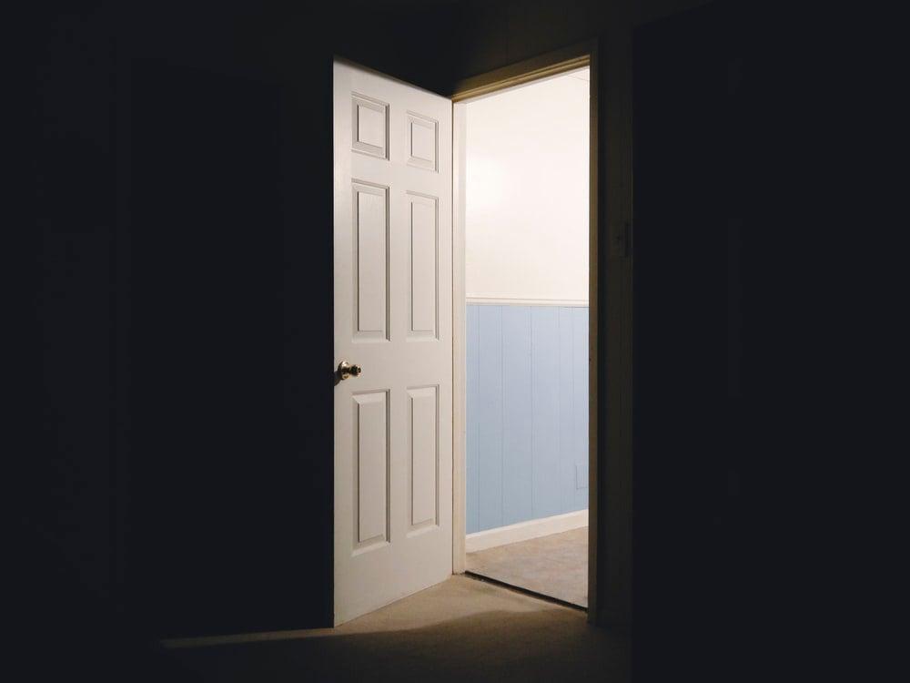 buka pintu rumah