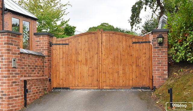 pintu gerbang rumah