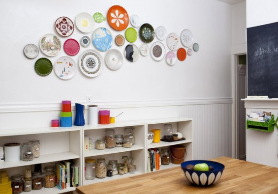 dekorasi piring di dinding