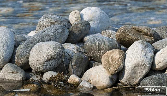7 Kelebihan Pondasi Batu Kali | Rumah Kokoh, Harga Murah!