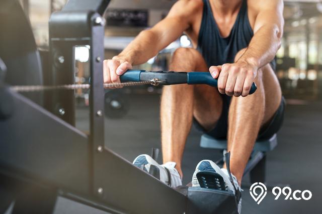pria olahraga gym