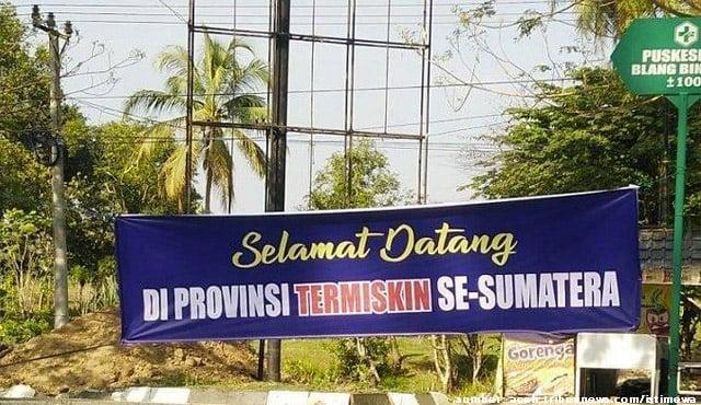 """Jadi Provinsi Termiskin, Spanduk Ucapan """"Selamat"""" Bertebaran di Aceh"""