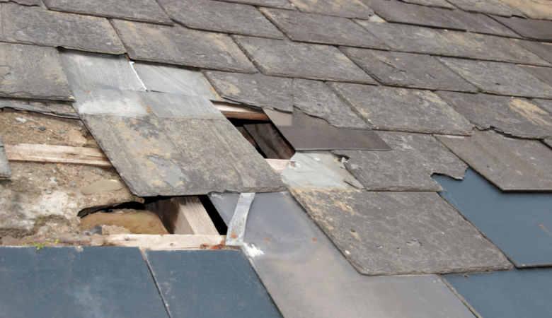 atap rumah rusak