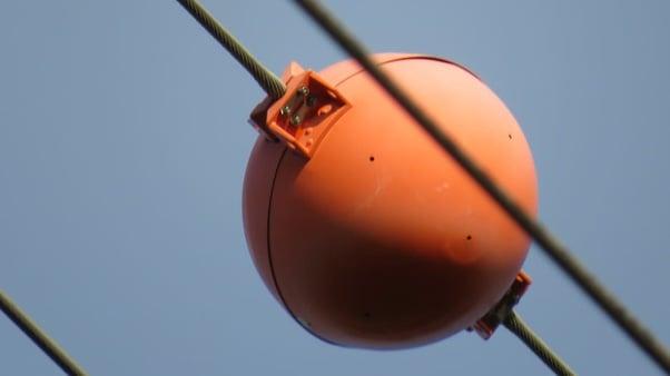 bola kabel listrik sutet