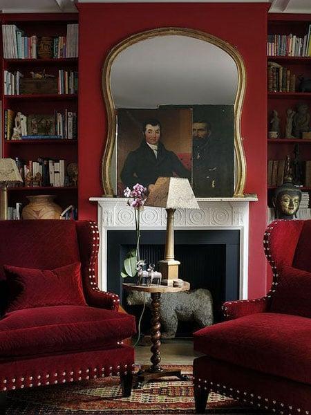 ruang baca warna merah emas
