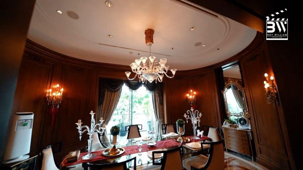 ruang makan elegan dan luas
