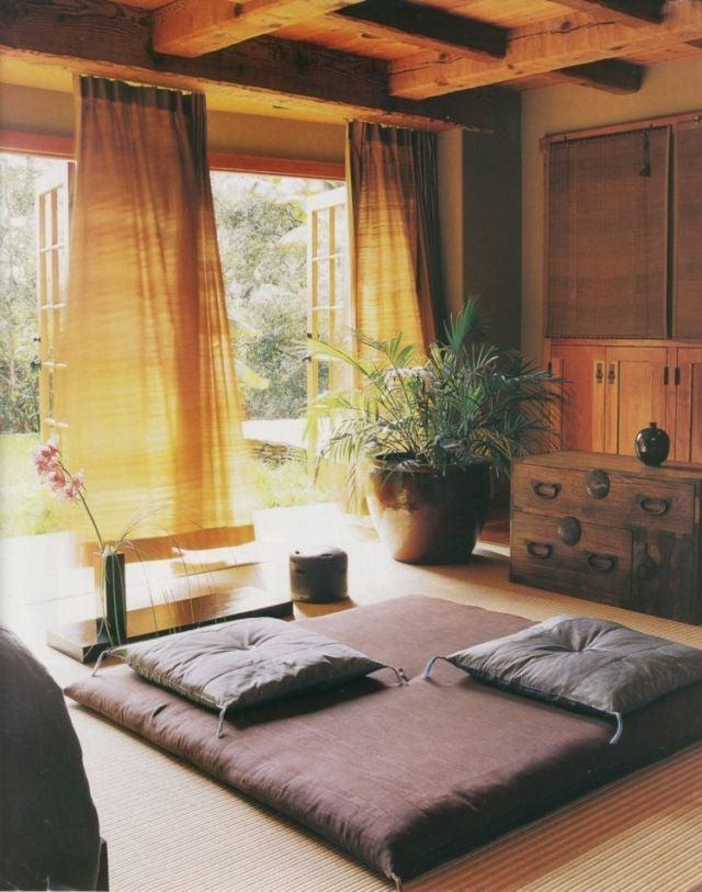 ruang tamu menghadap halaman