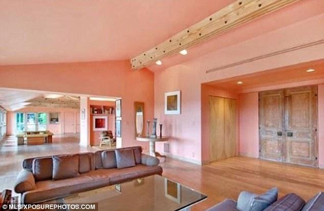 ruang tamu rumah mewah