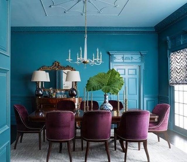 ruang makan warna biru tosca